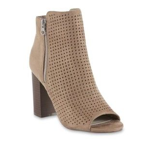 SM New York Women's Calvin Taupe Booties Heels 5.5